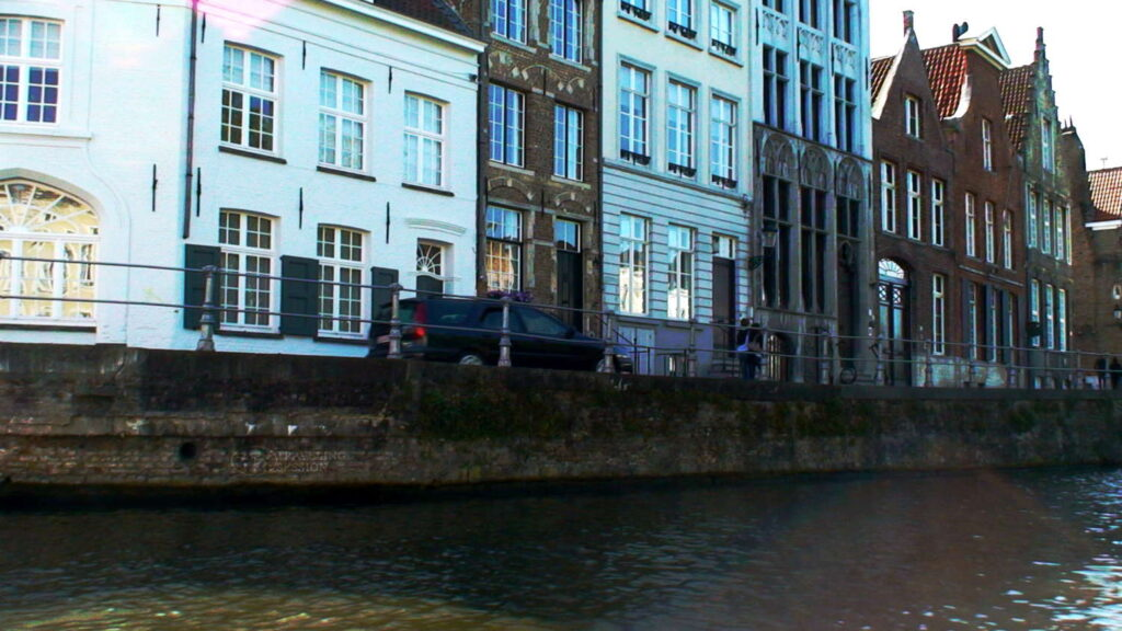 Life along the canals in Brugge