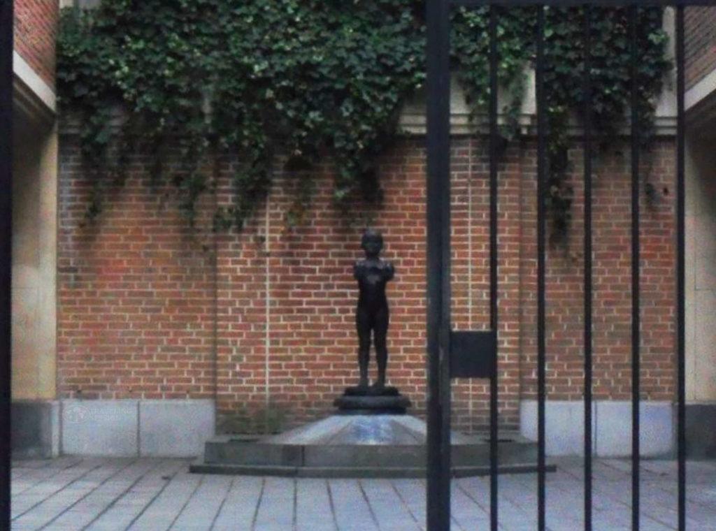 Manneken Pis Statue